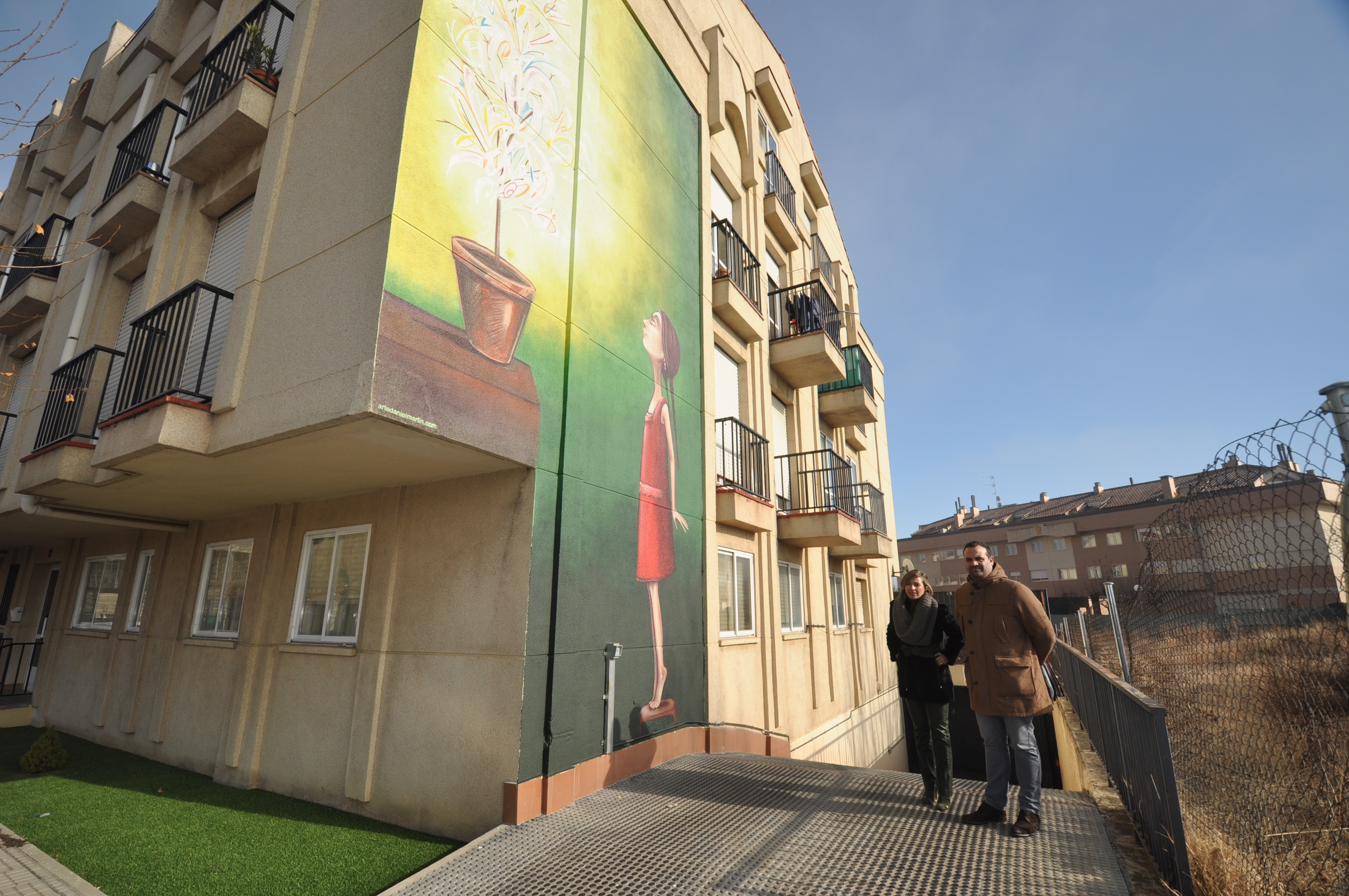 Un nuevo mural decora la avenida salamanca for El mural guadalajara avisos de ocasion