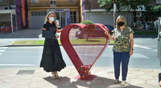La recogida de tapones 'sale a la calle' con un contenedor en la carretera de Madrid
