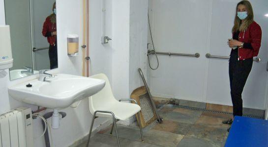 La piscina climatizada contará con un baño adaptado para personas con discapacidad