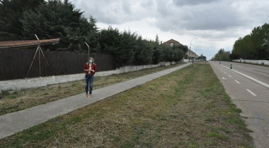 El Ayuntamiento dotará de acerado al tramo que discurre entre Las Camilas y la urbanización Almendares