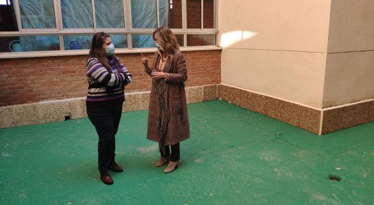 El Ayuntamiento acondiciona la cubierta del San Blas y los patios del Miguel Hernández y el Carmen Martín Gaite