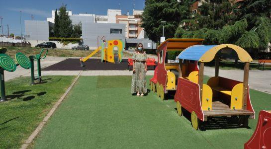 Los parques infantiles de la plaza Comuneros quedarán protegidos por el sol gracias a dos carpas de colores