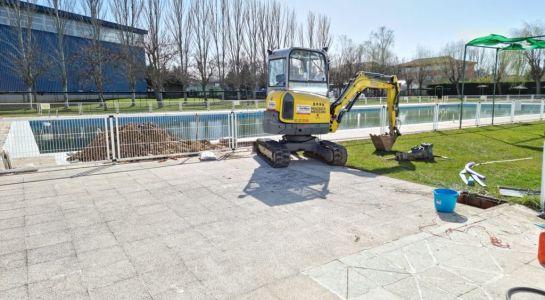 El Ayuntamiento comienza las obras de puesta a punto de la piscina de verano