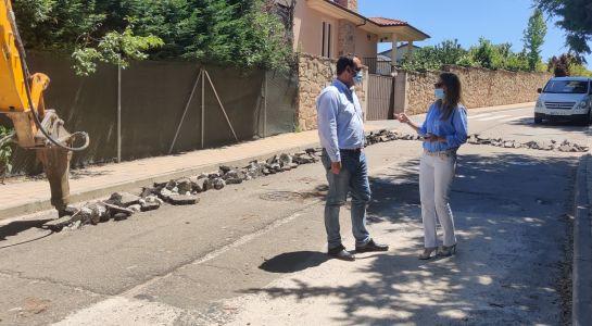 El Ayuntamiento renueva la red de agua en el Camino de Calvarrasa para acabar con las roturas
