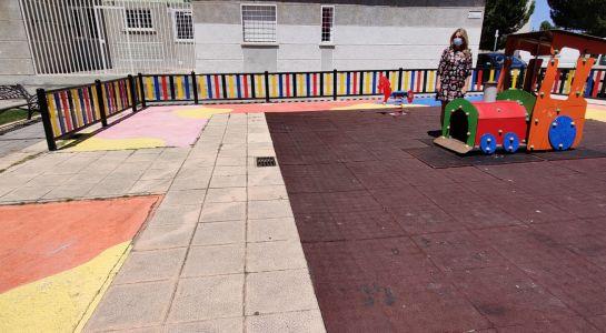 Nuevo vallado en el parque infantil de la plaza de Castilla y León